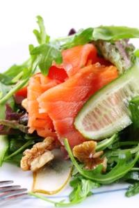 Hollandse salade met wilde rode zalm (Dutch salad with wild red salmon)