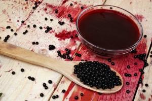 Vlierbessensiroop (elderberry syrup)